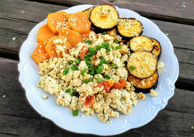 Dodatkowo posyp sobie warzywa nasionami konopi